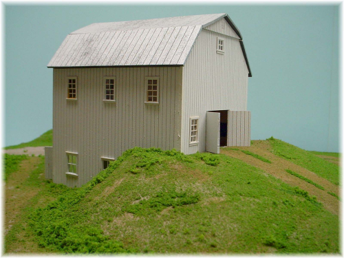 PDM 1020B HO scale Bi-Level Gambrel roof Barn