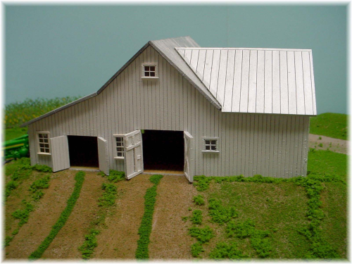 PDM 1040B HO scale Bi-Level Dairy & Hay Barn