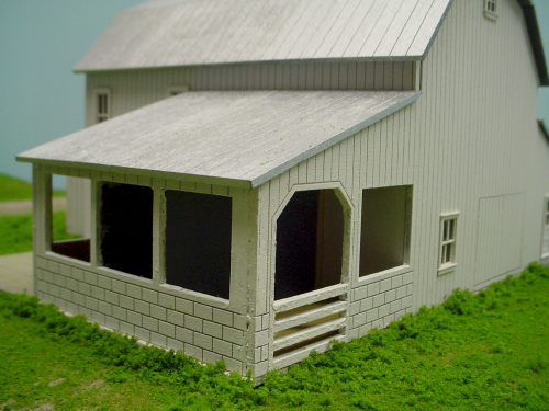 PDM 1070 HO scale Dairy Barn w/ (2) Large Corrals